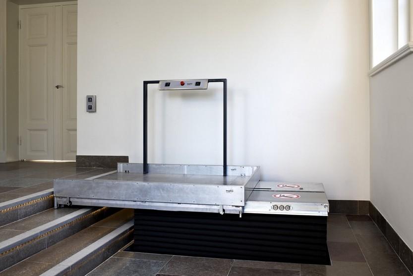l vateur vertical monte escalier plate forme handicap l vateur personnel rampes d 39 acc s. Black Bedroom Furniture Sets. Home Design Ideas