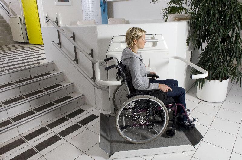 plate forme oblique monte escalier pour fauteuil roulant cama handilift 6. Black Bedroom Furniture Sets. Home Design Ideas