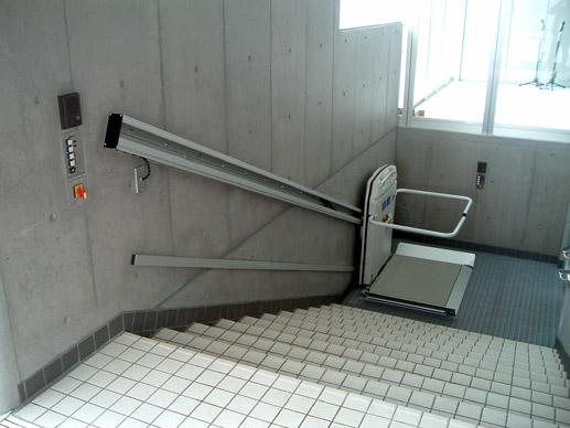 Plate forme handicap monte escalier caract ristiques techniques cama handil - Monte escalier pour fauteuil roulant ...